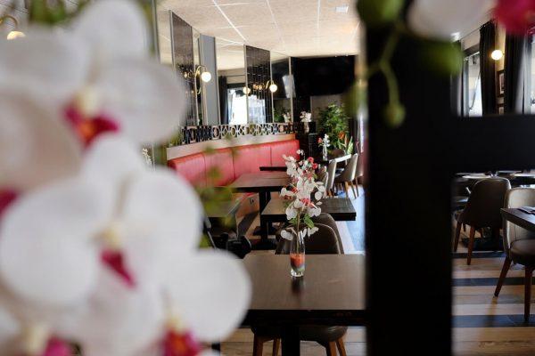 ambientación restaurante gaudi